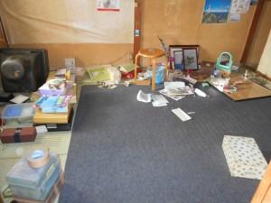 居間の整理前