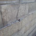 ブロック塀亀裂1