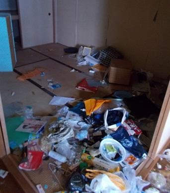ゴミ屋敷の和室
